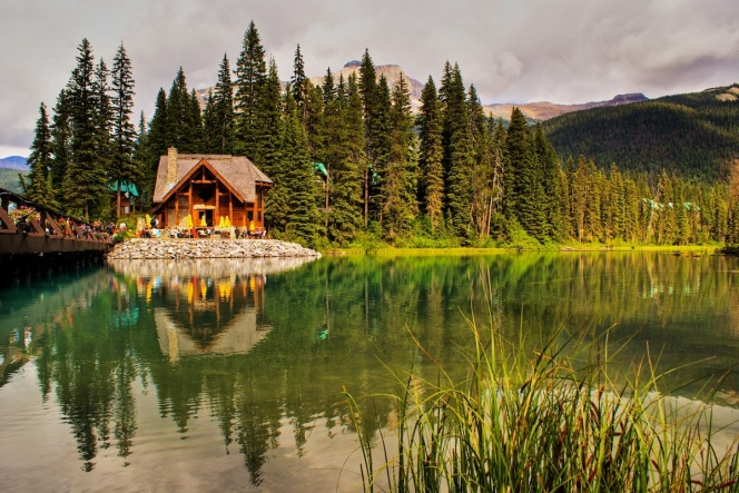 EMERALD-LAKE-YOHO-NATIONAL-PARK-CANADA